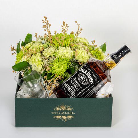 Jack-Daniel-s-II-flores-verdes-e-folhagens.