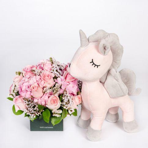Arranjo-Maternidade-Petit-Grils---Unicornio-Bubu